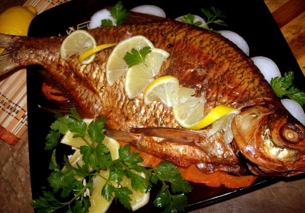 На праздничный стол можно выбрать фаршированный лещ в духовке, ведь запеченный вид рыбы... Ингредиенты